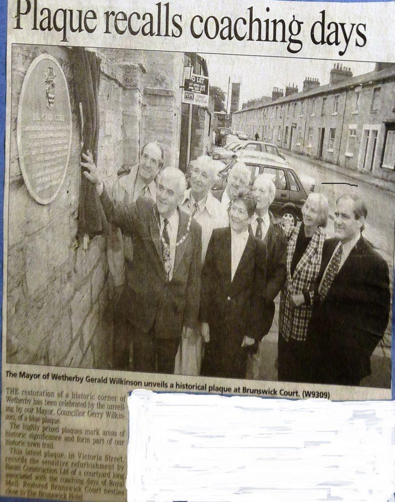 Blue plaque unveiled at Brunswick Court 1998